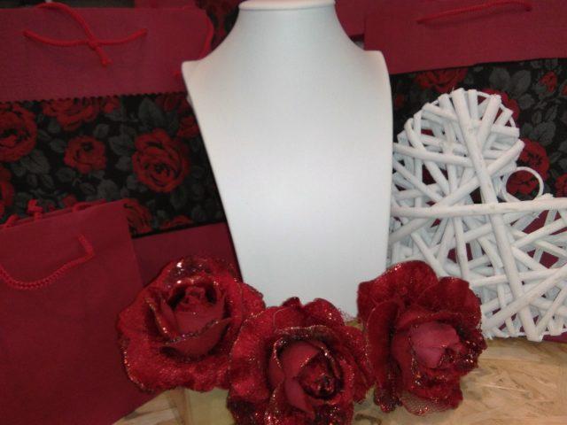 Espositori: trasforma la tua vetrina in un gioiello